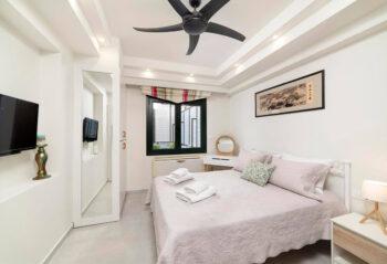 Krevatina bedroom1